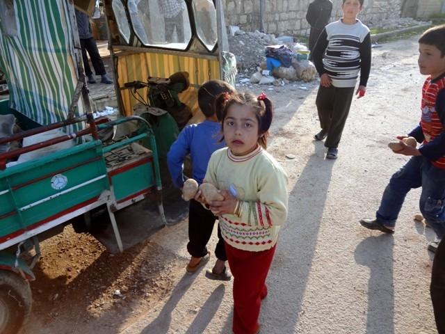 Suriye'nin patatesle mutlu olabilen yetimleri 1