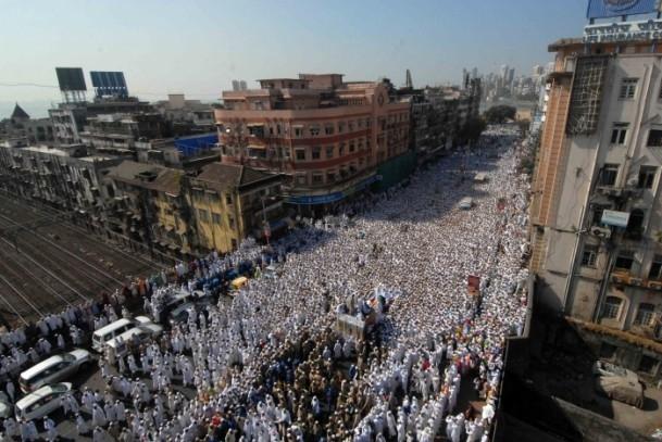 Hindistan'da cenaze izdihamı: 18 ölü 3