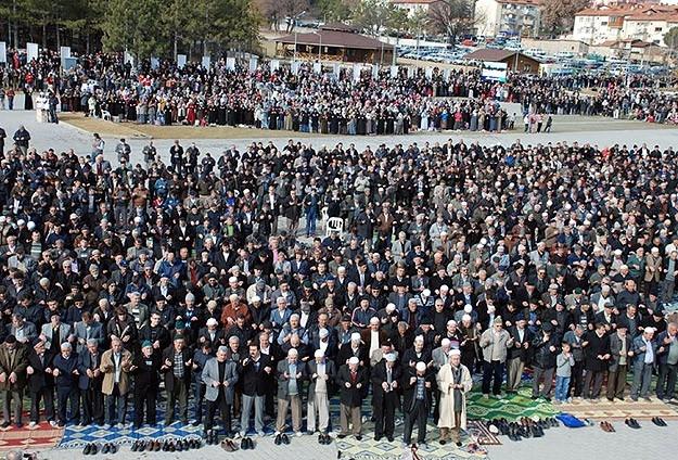 Kütahya'da 5 bin kişi yağmur ve kar duasına çıktı 12