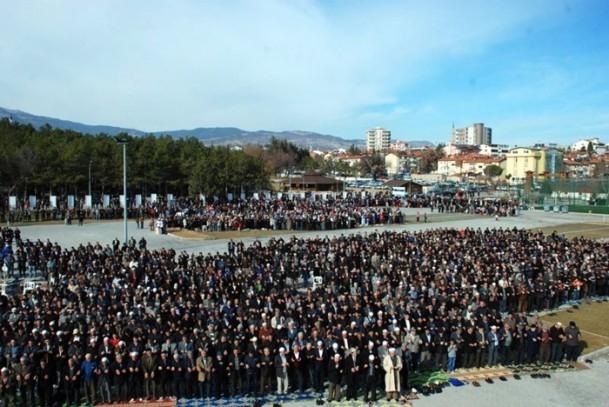 Kütahya'da 5 bin kişi yağmur ve kar duasına çıktı 3