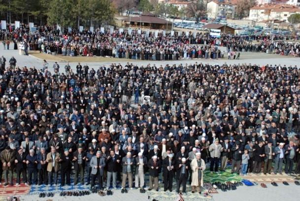 Kütahya'da 5 bin kişi yağmur ve kar duasına çıktı 7