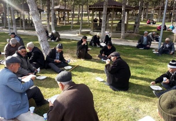 Kütahya'da 5 bin kişi yağmur ve kar duasına çıktı 8