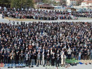 Kütahya'da 5 bin kişi yağmur ve kar duasına çıktı
