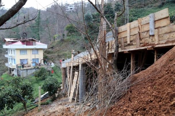Evine ulaşmak için 68 metrelik köprü yaptı 1