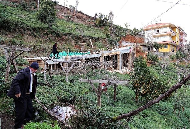 Evine ulaşmak için 68 metrelik köprü yaptı 10