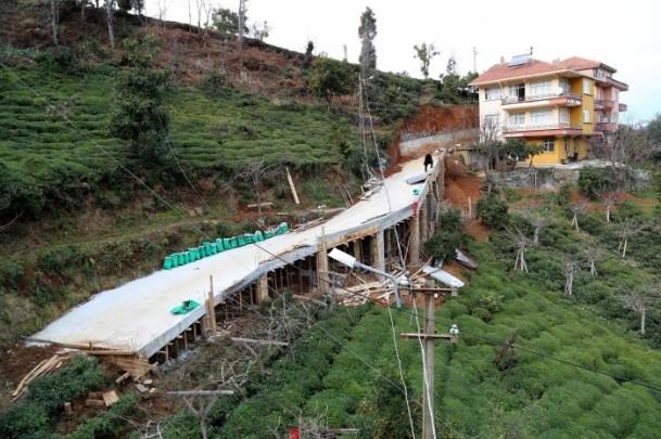 Evine ulaşmak için 68 metrelik köprü yaptı 6