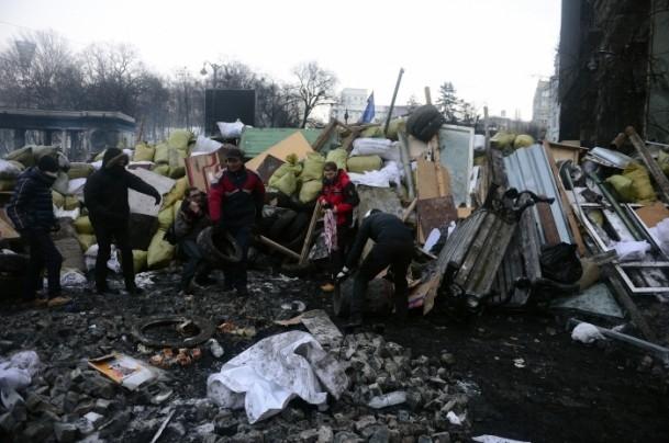 Ukrayna'da göstericiler Bölge Valiliklerine yürüyor 13