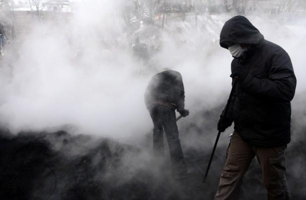 Ukrayna'da göstericiler Bölge Valiliklerine yürüyor 14