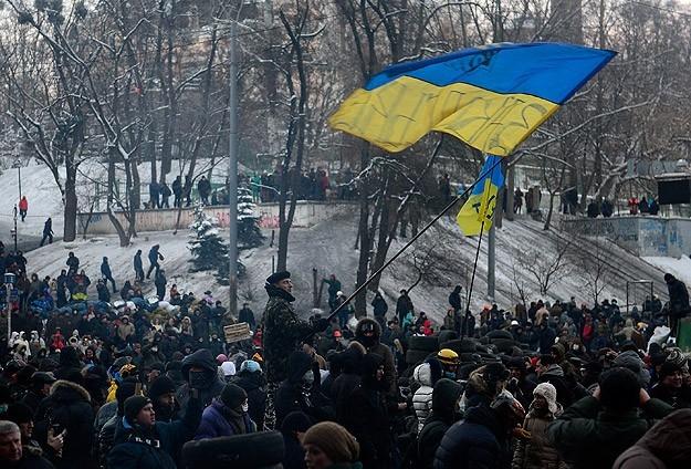 Ukrayna'da göstericiler Bölge Valiliklerine yürüyor 18
