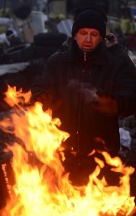 Ukrayna'da göstericiler Bölge Valiliklerine yürüyor 4