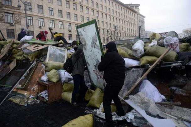 Ukrayna'da göstericiler Bölge Valiliklerine yürüyor 7