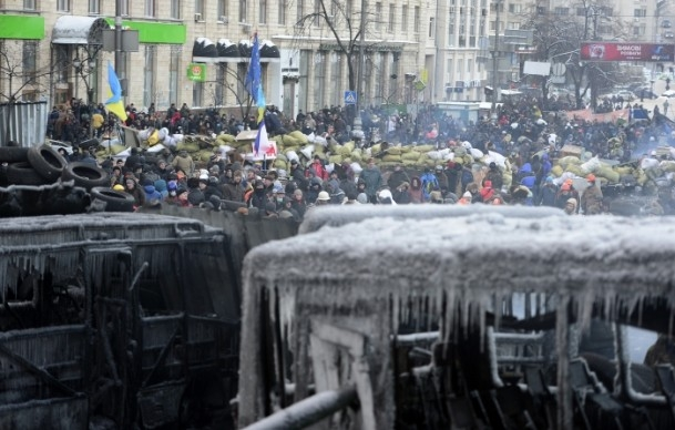 Ukrayna'da göstericiler Bölge Valiliklerine yürüyor 9