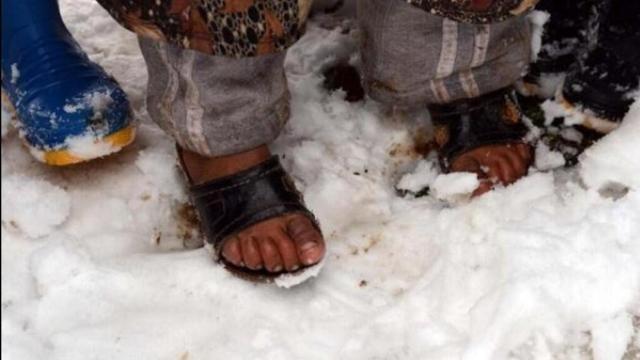 Suriyeli çocuklar donuyor... 4