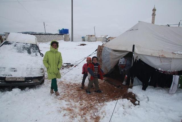Suriyeli çocuklar donuyor... 6