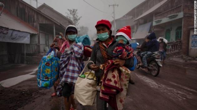 Endonezya'da yanardağ dehşeti 10