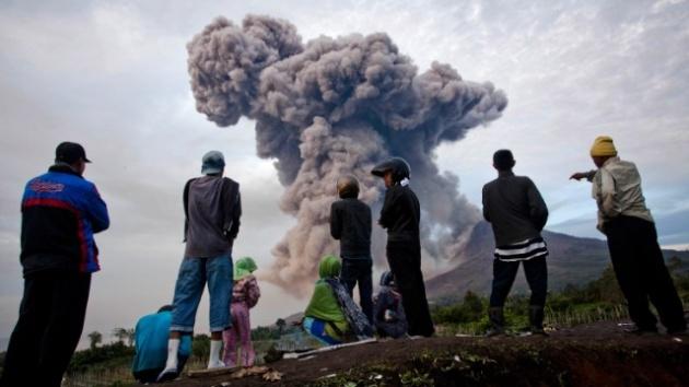 Endonezya'da yanardağ dehşeti 12