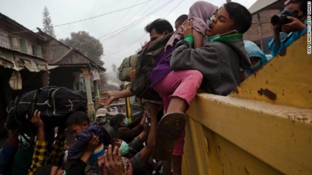 Endonezya'da yanardağ dehşeti 13