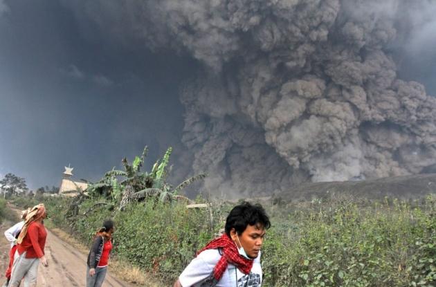 Endonezya'da yanardağ dehşeti 17