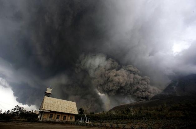 Endonezya'da yanardağ dehşeti 18