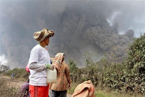 Endonezya'da yanardağ dehşeti 19