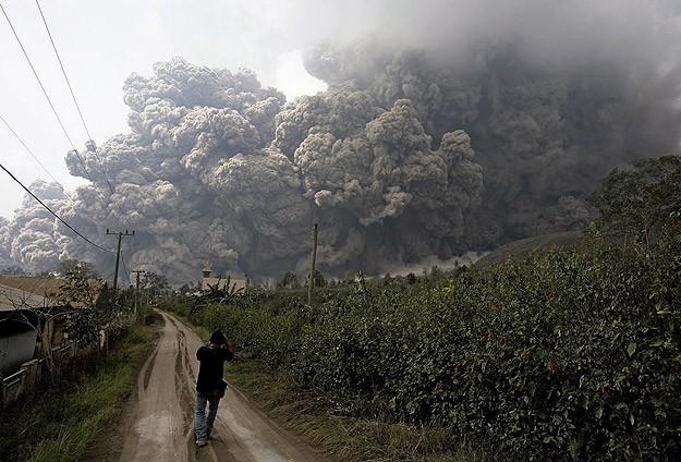 Endonezya'da yanardağ dehşeti 21