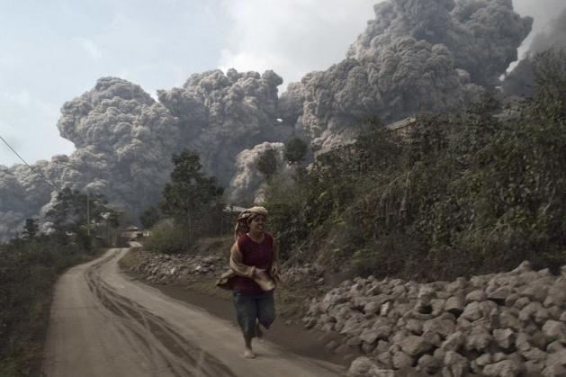Endonezya'da yanardağ dehşeti 4