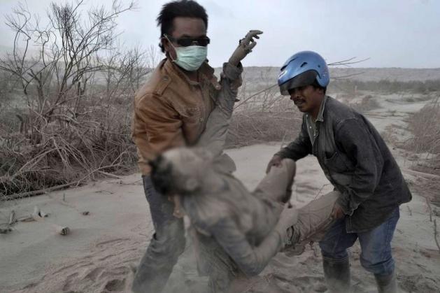 Endonezya'da yanardağ dehşeti 8