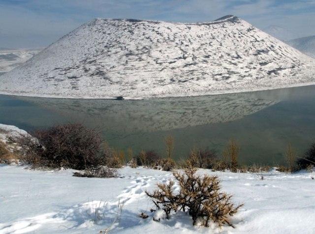 Meke Gölü'nde kar manzarası 1