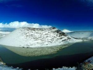 Meke Gölü'nde kar manzarası