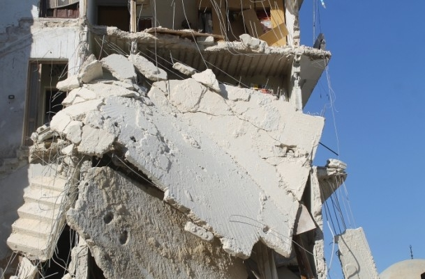 Esed yine varil bombasıyla vurdu 15