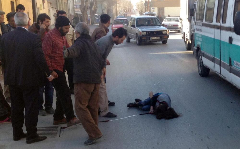 Konya'da otomobil kaldırımdaki çocuğa çarptı 2