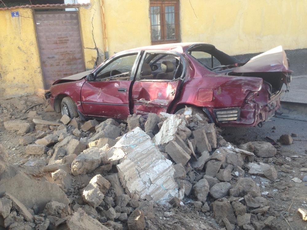 Konya'da otomobil kaldırımdaki çocuğa çarptı 4