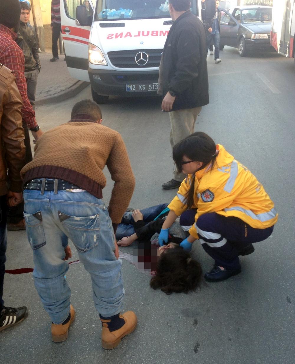Konya'da otomobil kaldırımdaki çocuğa çarptı 5