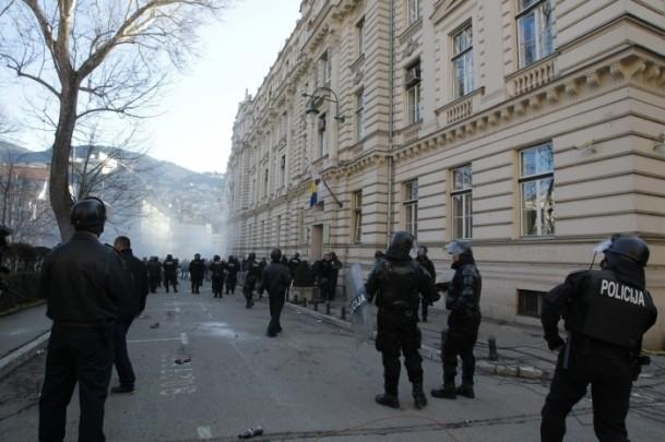Bosna Hersek'te protestolar sürüyor 1