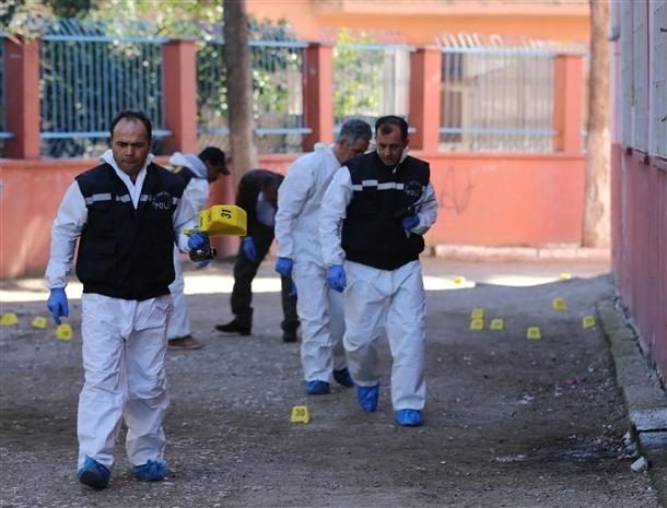 Mersin'de bir okula patlayıcı atıldı 4