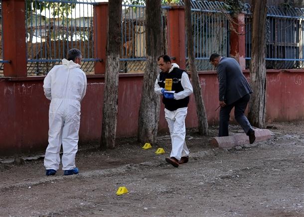 Mersin'de bir okula patlayıcı atıldı 5