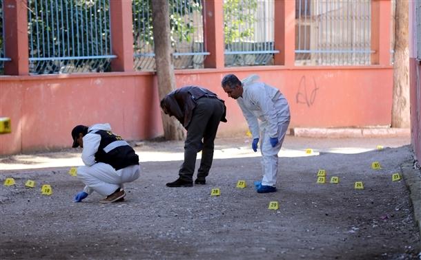 Mersin'de bir okula patlayıcı atıldı 6