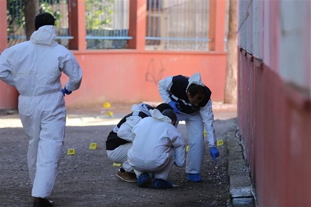 Mersin'de bir okula patlayıcı atıldı 7