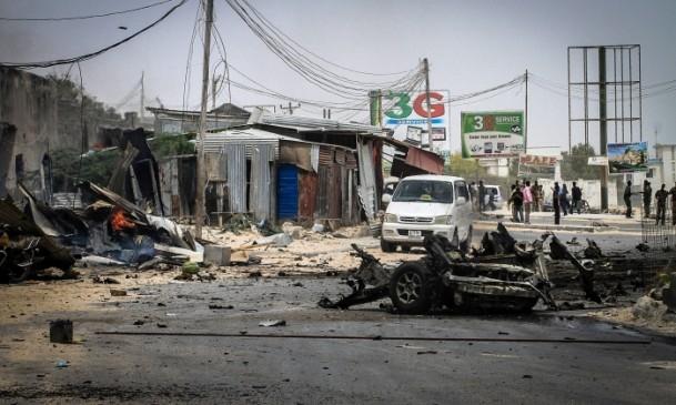 Mogadişu Havaalanı önünde patlama 1