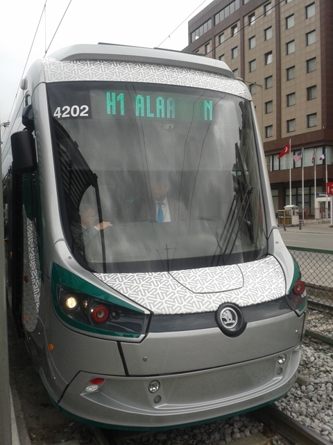 Konya'ya gelen yeni tramvay yolcu taşımaya başladı 35