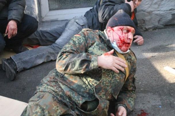 Protestocular 67 emniyet görevlisini rehin aldı 11