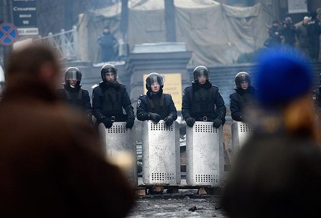 Protestocular 67 emniyet görevlisini rehin aldı 19