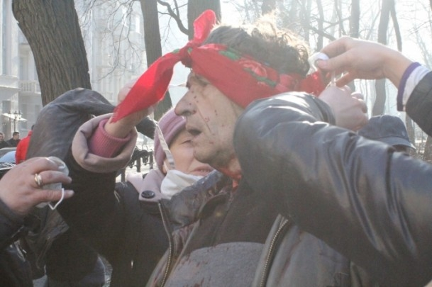 Protestocular 67 emniyet görevlisini rehin aldı 4
