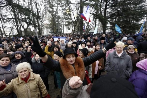 Kırım'da gerginlik sürüyor 13