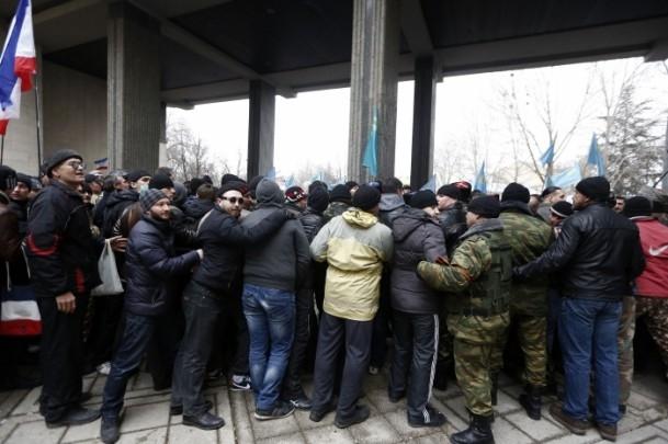 Kırım'da gerginlik sürüyor 24