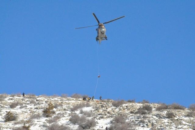 Askeri helikopterle hastaneye götürülürken öldü 3