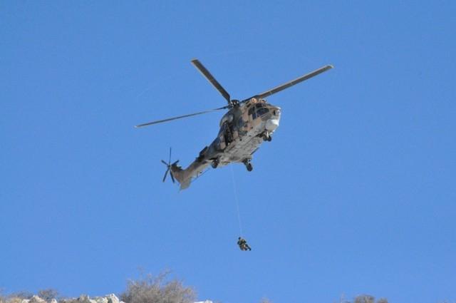 Askeri helikopterle hastaneye götürülürken öldü 5