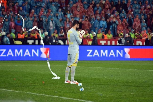 Trabzonspor - Fenerbahçe maçı tatil edildi 1