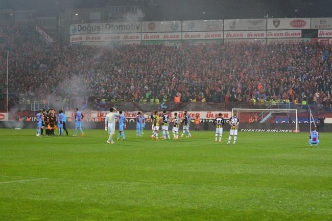 Trabzonspor - Fenerbahçe maçı tatil edildi 10