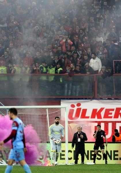 Trabzonspor - Fenerbahçe maçı tatil edildi 13